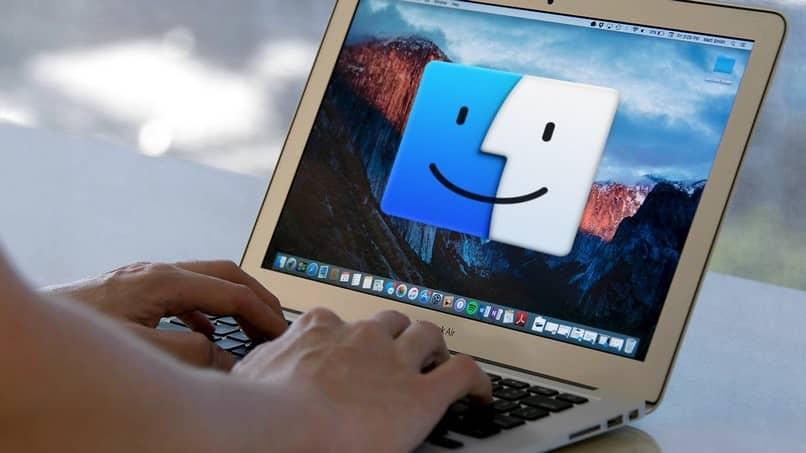 Cómo cambiar el tamaño de todas las columnas del Finder en Mac OS X a la vez