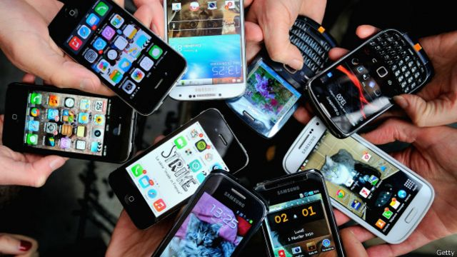 Siapa yang paling sering merusak ponselnya dan bagaimana caranya? (Infografis)