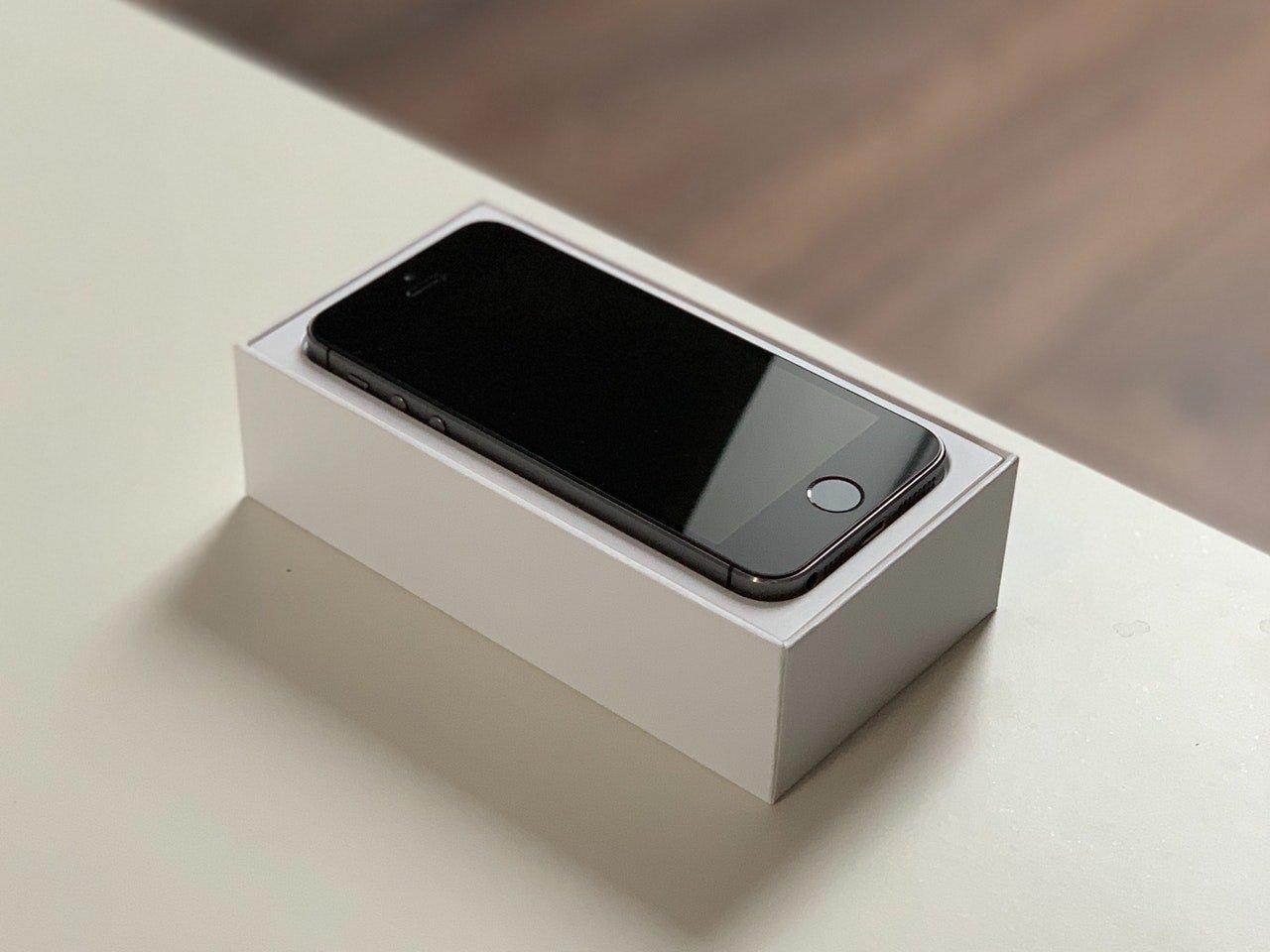 Kumaha ngarobih latar tukang Safari dina iPhone sareng iPad